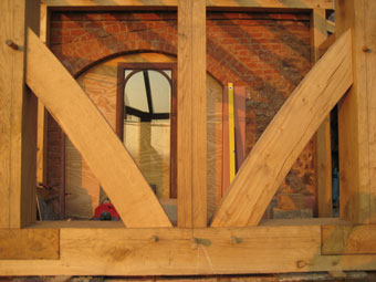 braces within oak framed building extension